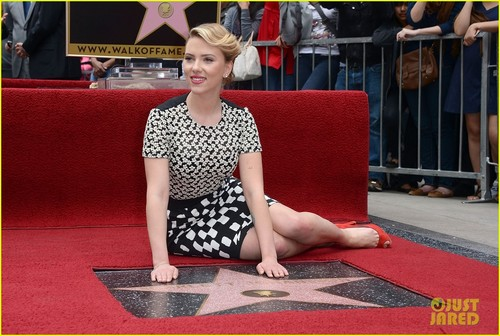 Scarlett Johansson: étoile, star on Hollywood Walk of Fame!