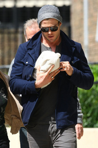 Chris Hemsworth & Elsa Step Out With Baby India