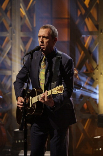 Hugh Laurie on The Tonight hiển thị with chim giẻ cùi, jay Leno - May 17-2012