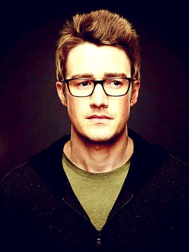 Robert Buckley in 666 Park Avenue <333