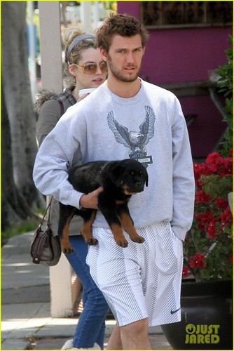 Alex Pettyfer & Riley Keough: Le Pain Lunch