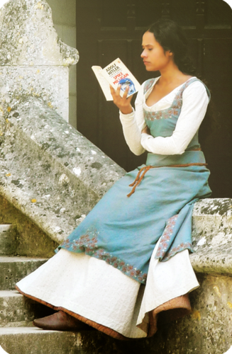 Angel Coulby BTS Pierrefonds