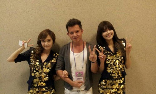 Sooyoung & Jessica with Simon Curtis @ SMTOWN Live in L.A.