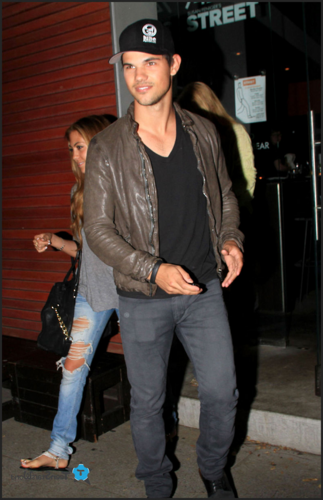 Taylor - Out and about in Hollywood - April 30, 2012