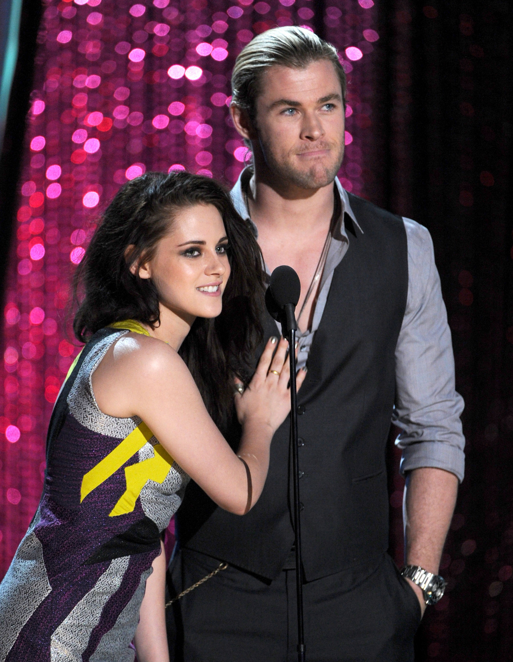 2011 MTV Movie Awards - Robert Pattinson Photo (22627642