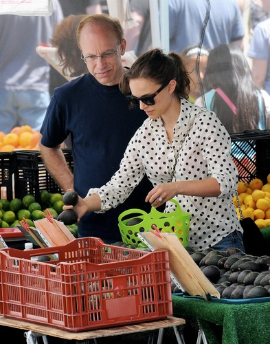 Shopping with her father at a Hollywood Farmers' Market, Los Angeles (June 10th 2012)