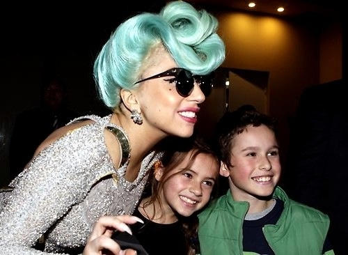 Lady Gaga with two cute little kids in Sydney
