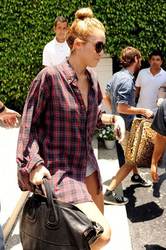 Leaving her hotel in Miami, Florida [14th June]