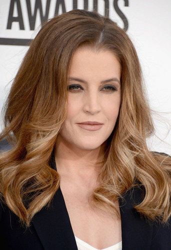 Lisa Marie Presley walks the red carpet at the Billboard Music Awards 2012 in Las Vegas