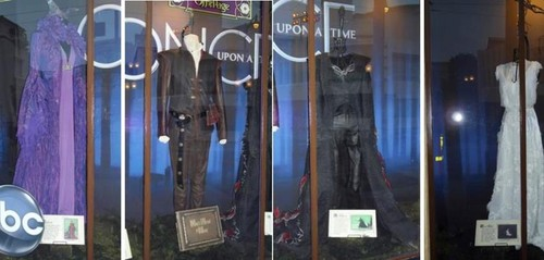 Once Upon A Time Costume On Display At 디즈니 California Adventure