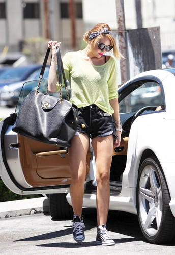 Out To Starbucks In Studio City [25 June 2012]