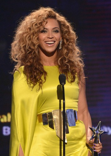 2012 BET Awards And ipakita [1 July 2012]
