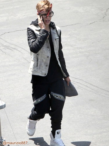 Justin on the set of New Video