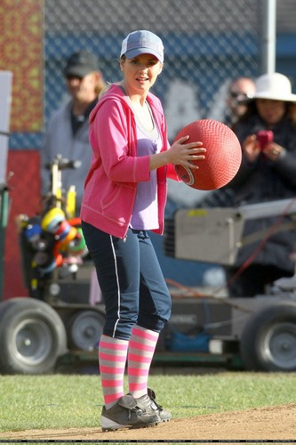 "On the Set of ""Happy Endings"" - March 1, 2012"