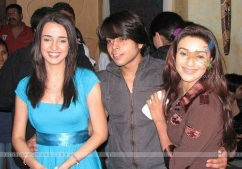 Sanaya and Rati Pandey in a event