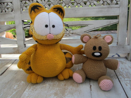 Crocheted Garfield and Pooky