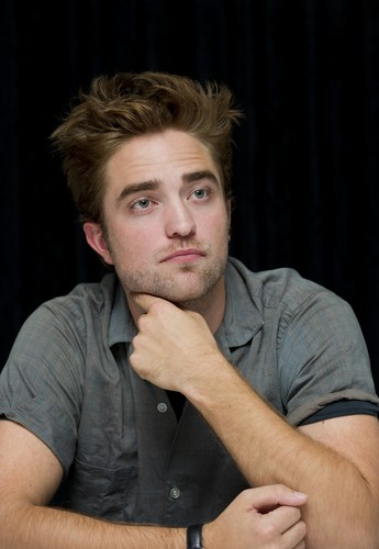 "Photos of Rob at the ""Twilight Saga: Breaking Dawn, part 2"" press conference at SDCC 2012 {HQ}."