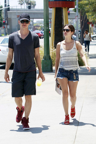 Rachel Bilson and Hayden Christensen kedai For Light Fixtures