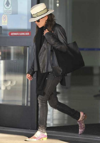 Mary-Kate - Arrives into LAX Airport, June 24, 2012