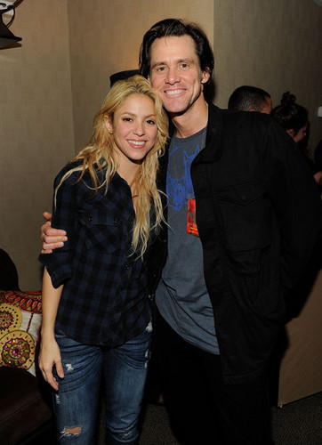 Shakira and Jim Carrey pose backstage after the Shakira concert