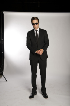 'Cosmopolis' Exclusive Promo Pics: Rob suits Up In Gucci!