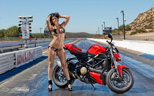 HOT BABE & DUCATI STREETFIGHTER