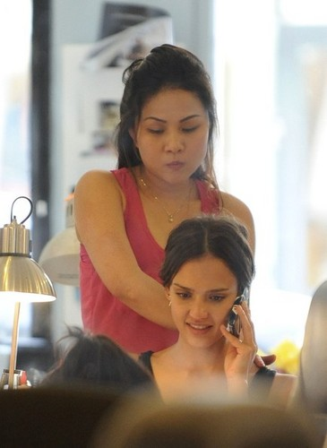 Jesica Alba Gets Her Nails Done [August 5, 2012]