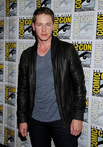 Josh at Comic Con 2012 - Once Upon A Time