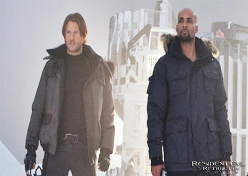 Resident Evil: Retribution - Leon (Johann Urb) and Luther (Boris Kodjoe)