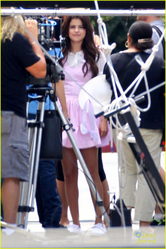 Selena - Behind the Scenes of 'Parental Guidance' - August 10, 2012