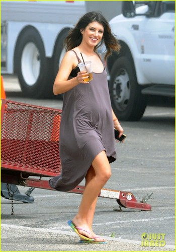 Shenae on the set of 90210