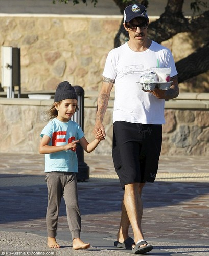 Anthony Kiedis takes son Everly 곰 for a ride [ August 20 ]