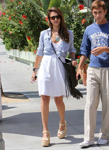 Jessica Alba Goes to Lunch [August 17, 2012]