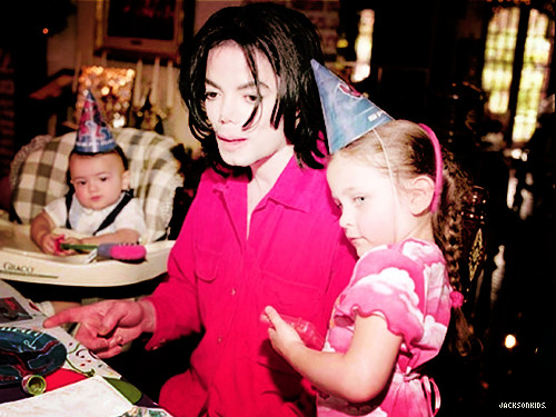 Blanket Jackson, Prince Jackson, Michael Jackson and Paris Jackson ♥♥