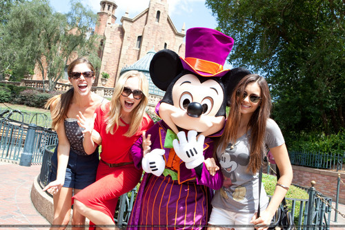 HQ: Candice visits Disneyworld - {01/09/12}.