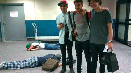 One Direction At The Airport for the VMAs