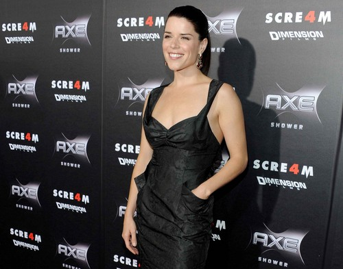 "premiere of ""Scream 4"" in Hollywood"